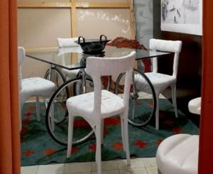 mesa-con-ruedas-de-bicicleta