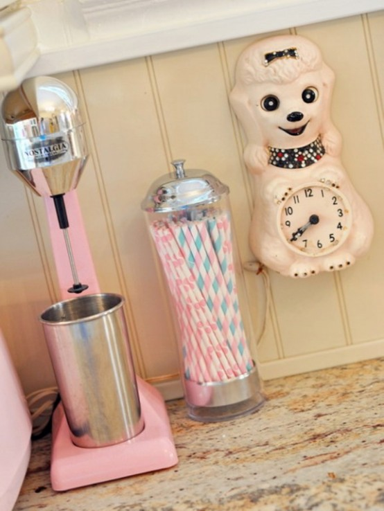 Decocasa mexico una cocina vintage y rosada for Accesorios de cocina vintage