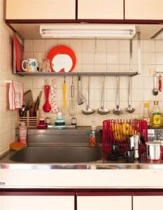 cocina-utensillos-colgados