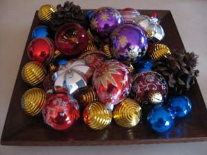 centros-de-mesa-navideños-con-bolas2