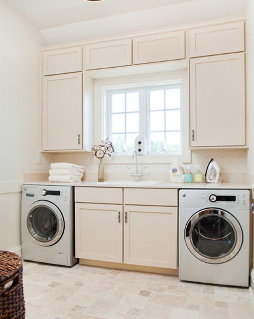 Lavadero De Baño Moderno:Lavadero en L: Este lavadero aprovechó una esquina para ubicarse